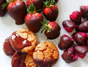 Chocolate dipped strawberries (1)