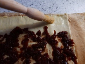 Goats cheese and red onion roll-ups (4)